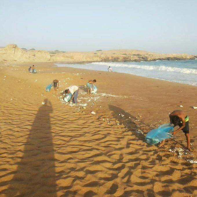 اقدام زیبای نوجوانان روستای رمین در زیباترین ساحل موج سواری ایران